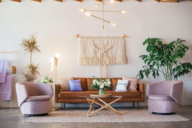 ずっとお部屋に居たくなる。お部屋がパッと華やかになる「白い家具」を厳選!