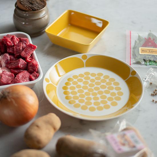 洋食器・中皿|テーブルのアクセントとして使いたい黄色のお花