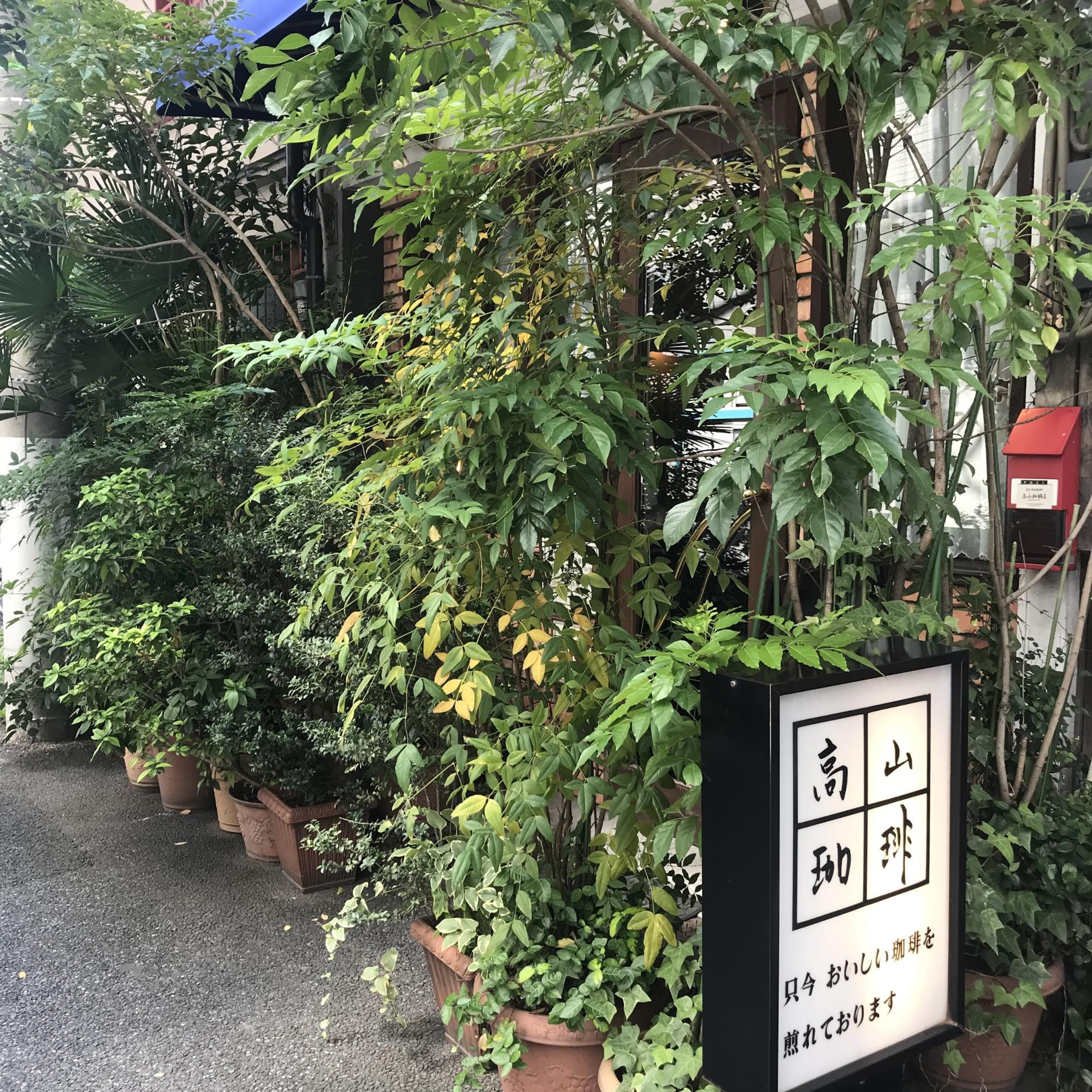 隠れ家的カフェ,看板が目印