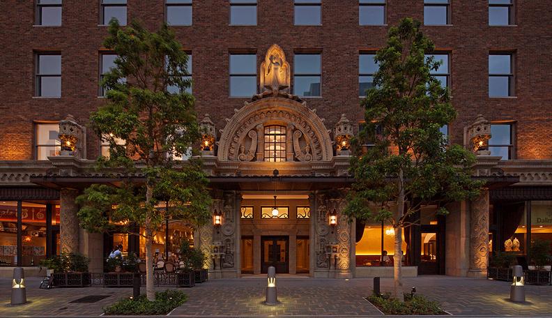 大人の社交場。大阪中之島のレトロ建築で貴族のようなティータイムを