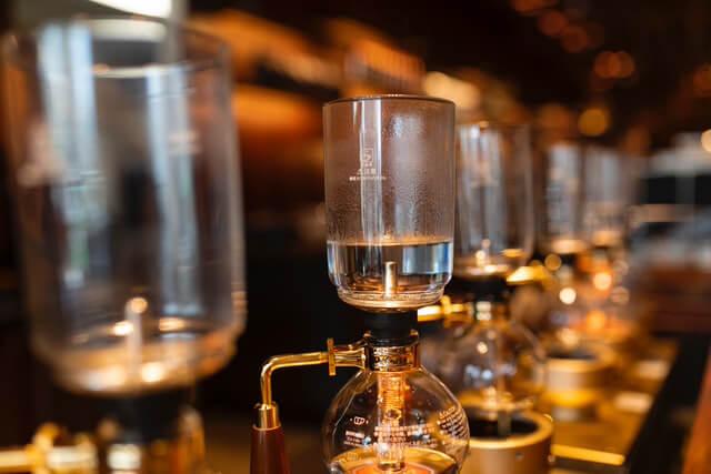 喫茶店の定番コーヒーメニューは?人気の銘柄や抽出方法にも注目!