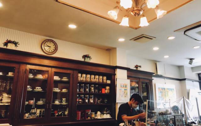 レトロなカフェ店内