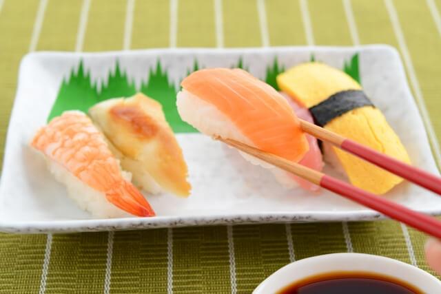 寿司は鮭じゃなくて「サーモン」なのはなぜ?ツナって何?