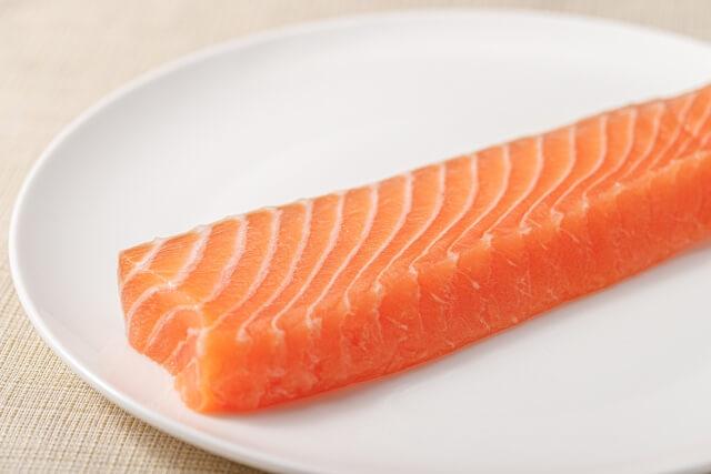 寿司ネタは鮭じゃなくて「サーモン」なのはなぜ?鮭ではないサーモンって?