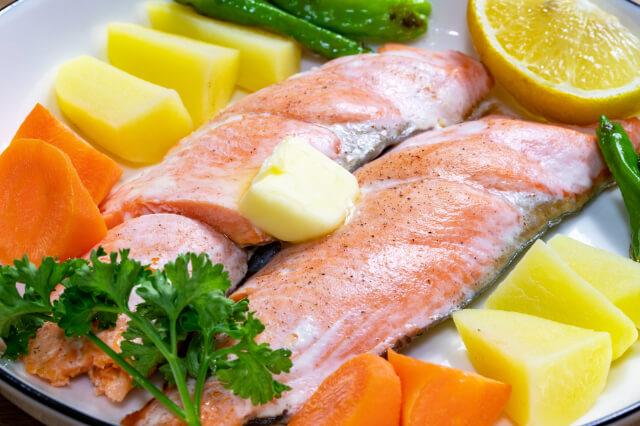 寿司は鮭じゃなくて「サーモン」なのはなぜ?鮭とサーモンは違う魚?