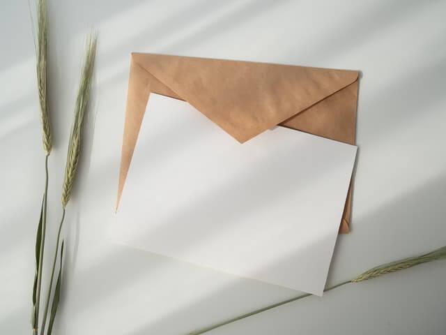 手書きの温かさを感じる*あえて手紙を選ぶメリットとは?